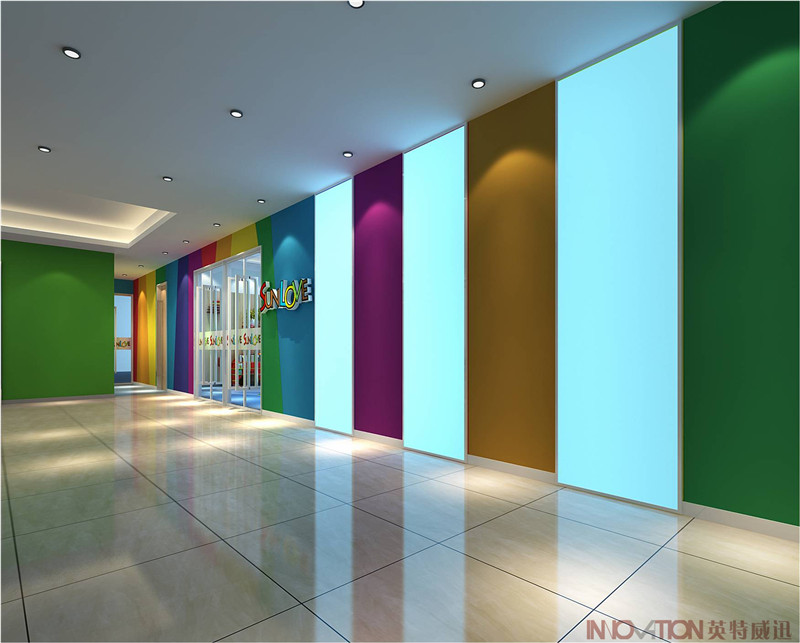 三乐教育培训学校项目位于北京市,面积650平米,竣工于2017年2月,公司全程参与项目设计施工一体化。 1.入口门厅 进入大厅,首先映入眼帘的是入口门厅和logo墙,设计中大胆使用色彩鲜明的跳跃性线条,更好的体现个性化教学的特色。  入口门厅效果图  入口门厅实景图  logo墙效果图  Logo墙实景图  入口形象墙效果图  入口形象墙实景图 2.